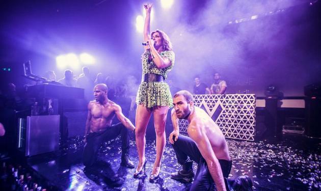 Ε. Παπαρίζου: Η σέξι εμφάνιση στη Θεσσαλονίκη και το ντουέτο με την Πάολα! Βίντεο | tlife.gr