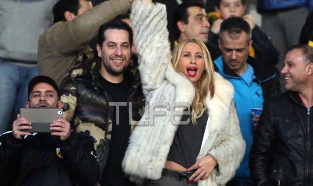 Γωγώ Μαστροκώστα: Στο γήπεδο για να στηρίξει τον σύζυγό της! Φωτογραφίες | tlife.gr