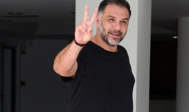 Γρηγόρης Αρναούτογλου: Μαγειρεύει καλύτερα η μητέρα του ή η σύντροφός του; Βίντεο   tlife.gr