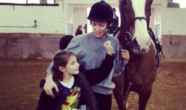 Β. Καγιά: Για ιππασία με τη βαφτιστήρα της! | tlife.gr