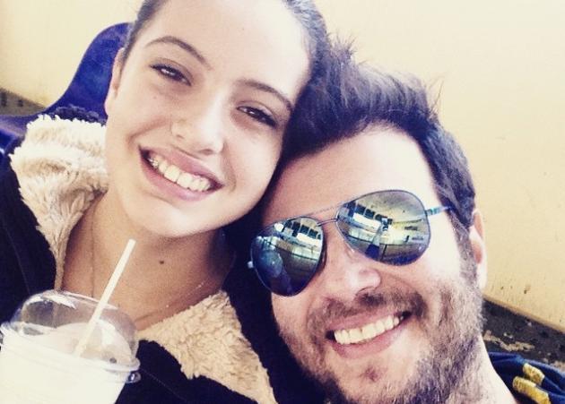 Λάμπης Λιβιεράτος: Το πιο γλυκό φιλί στην πανέμορφη κόρη του που έγινε 15! [pic]