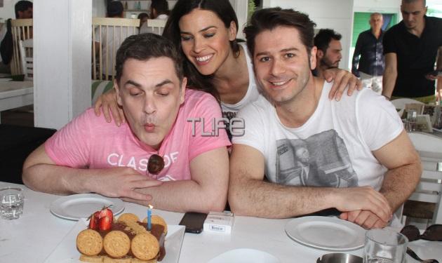 Αντώνης Λουδάρος: Γενέθλια με φίλους στη θάλασσα! | tlife.gr