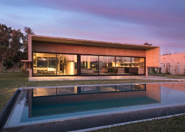 "Mach House: Μια μονοκατοικία από ""αυστηρό"" τσιμέντο μέσα στο πιο ""ζωντανό"" φυσικό τοπίο | tlife.gr"
