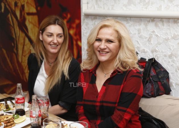 Μπέσυ Μάλφα: Για φαγητό με καλούς της φίλους! [pics] | tlife.gr