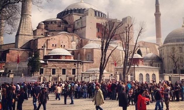 Ποιος αγαπημένος Έλληνας τραγουδιστής είναι στην Κωνσταντινούπολη;