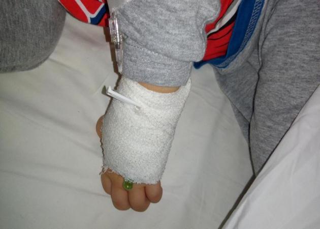 Δύσκολες ώρες για γνωστό Έλληνα τραγουδιστή – Στο νοσοκομείο ο γιος του | tlife.gr