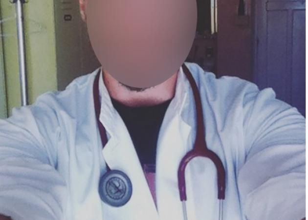 Έλληνας τραγουδιστής είναι … γιατρός στο Φλέμινγκ! [pics]