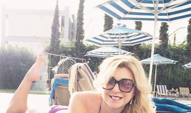 Χριστίνα Πολίτη: Τι κι αν είναι Οκτώβρης, απολαμβάνει το μπάνιο της στην πισίνα! Φωτογραφίες | tlife.gr
