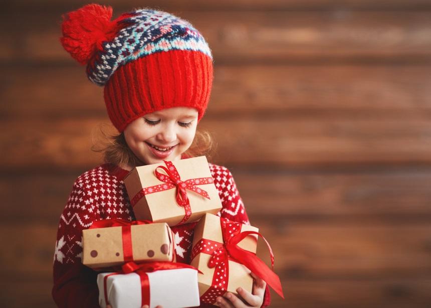 Τα δώρα των γιορτών: Η ειδικός εξηγεί πότε πρέπει να μπουν όρια και γιατί
