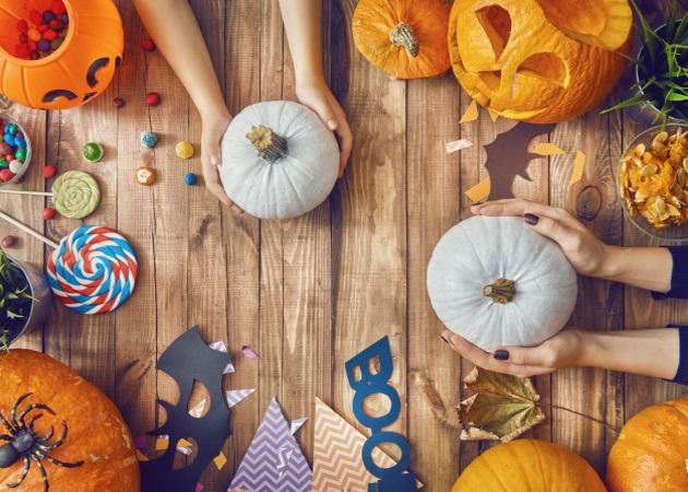 Halloween: Πώς να φτιάξεις τις πιο ευφάνταστες και εντυπωσιακές κολοκύθες με τα παιδιά | tlife.gr