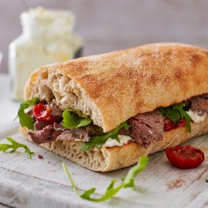 Sandwich με κρέας που περίσσεψε από το ρεβεγιόν