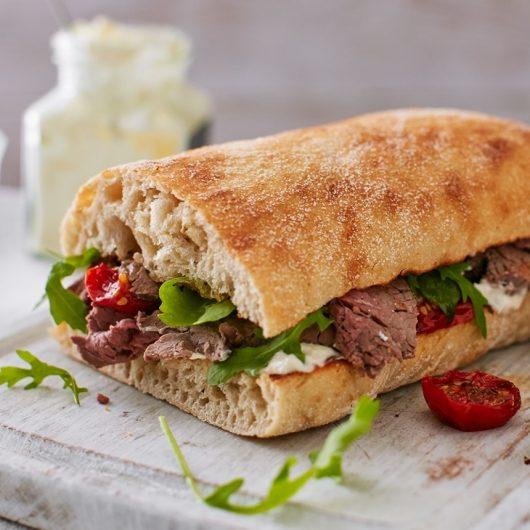 Sandwich με κρέας που περίσσεψε από το ρεβεγιόν   tlife.gr