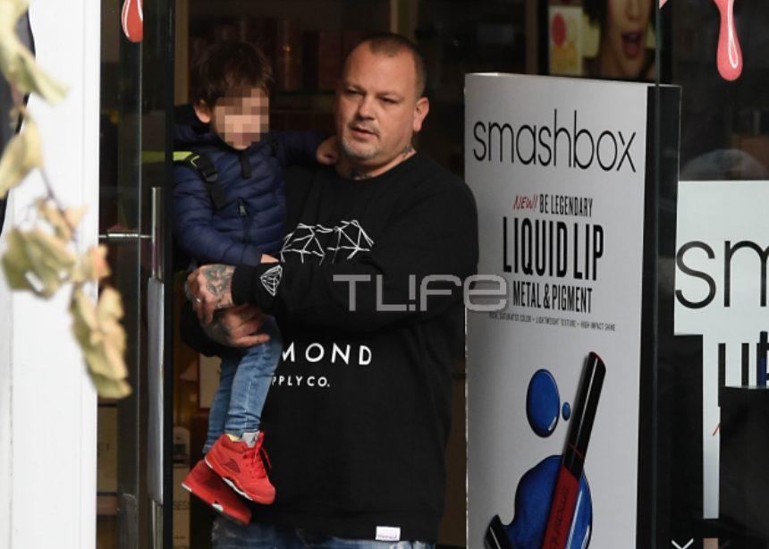 Δημήτρης Σκαρμούτσος: Χριστουγεννιάτικες αγορές στην Κηφισιά με τον γιο του! [pics] | tlife.gr