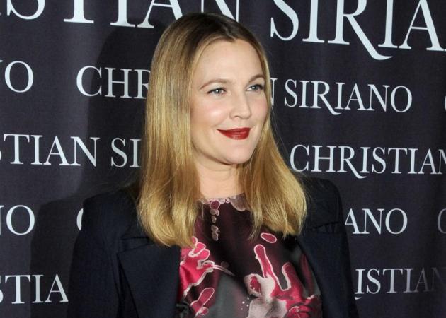Η Drew Barrymore κούρεψε τα μαλλιά της. Αλλά δεν θα πιστεύεις τον λόγο!   tlife.gr