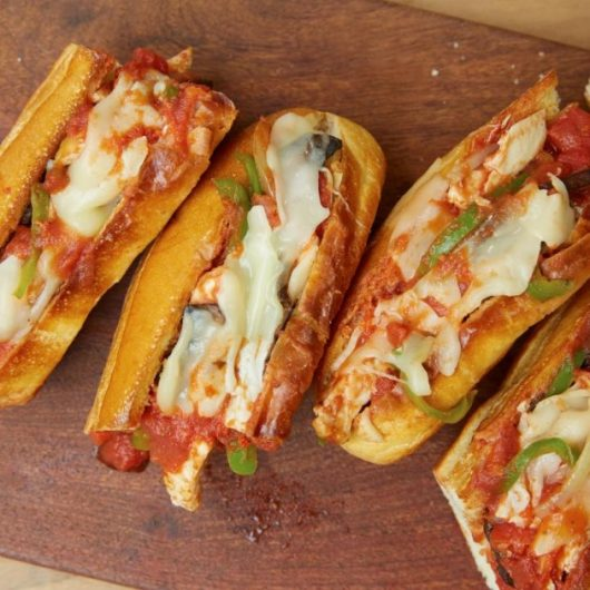 Sandwich με κοκκινιστό κοτόπουλο | tlife.gr