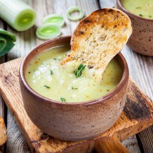 Βελουτέ σούπα πράσου με όσα λαχανικά δεν χρησιμοποίησες