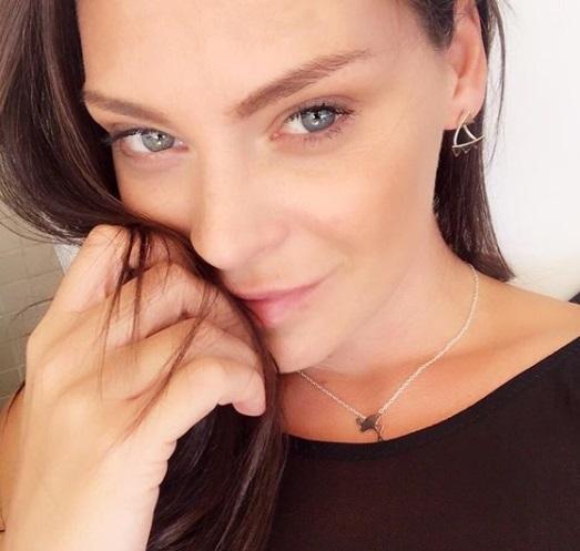 Υβόννη Μπόσνιακ: Άλλαξε το χρόνο τραγουδώντας τραγούδια του αγαπημένου της! Βίντεο | tlife.gr