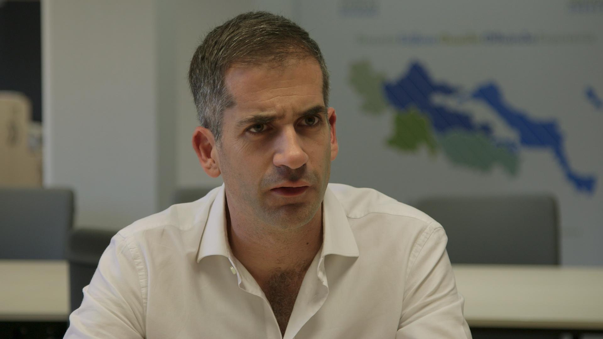 Κώστας Μπακογιάννης: «Είμαι φανατικά υπέρ της αποποινικοποίησης της μαριχουάνας» | tlife.gr