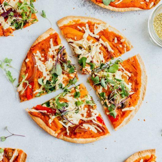 Πίτσα τορτίγια με χούμους   tlife.gr