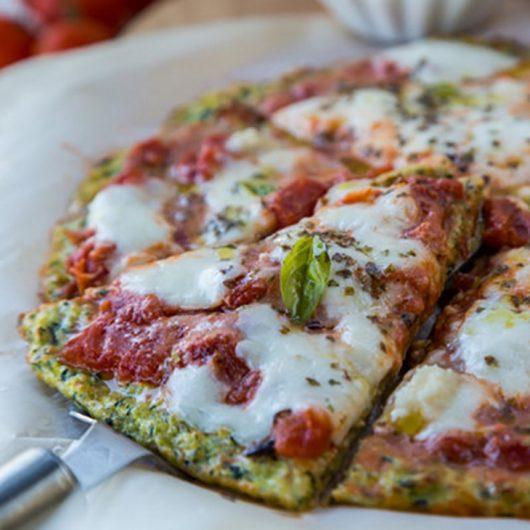 Πίτσα μαργαρίτα με ζύμη κολοκυθιού | tlife.gr