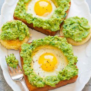 Τοστ με αυγό και αβοκάντο