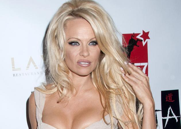 Pamela Anderson: Στο πλευρό των ανδρών που κατηγορούνται αδίκως για βιασμούς!