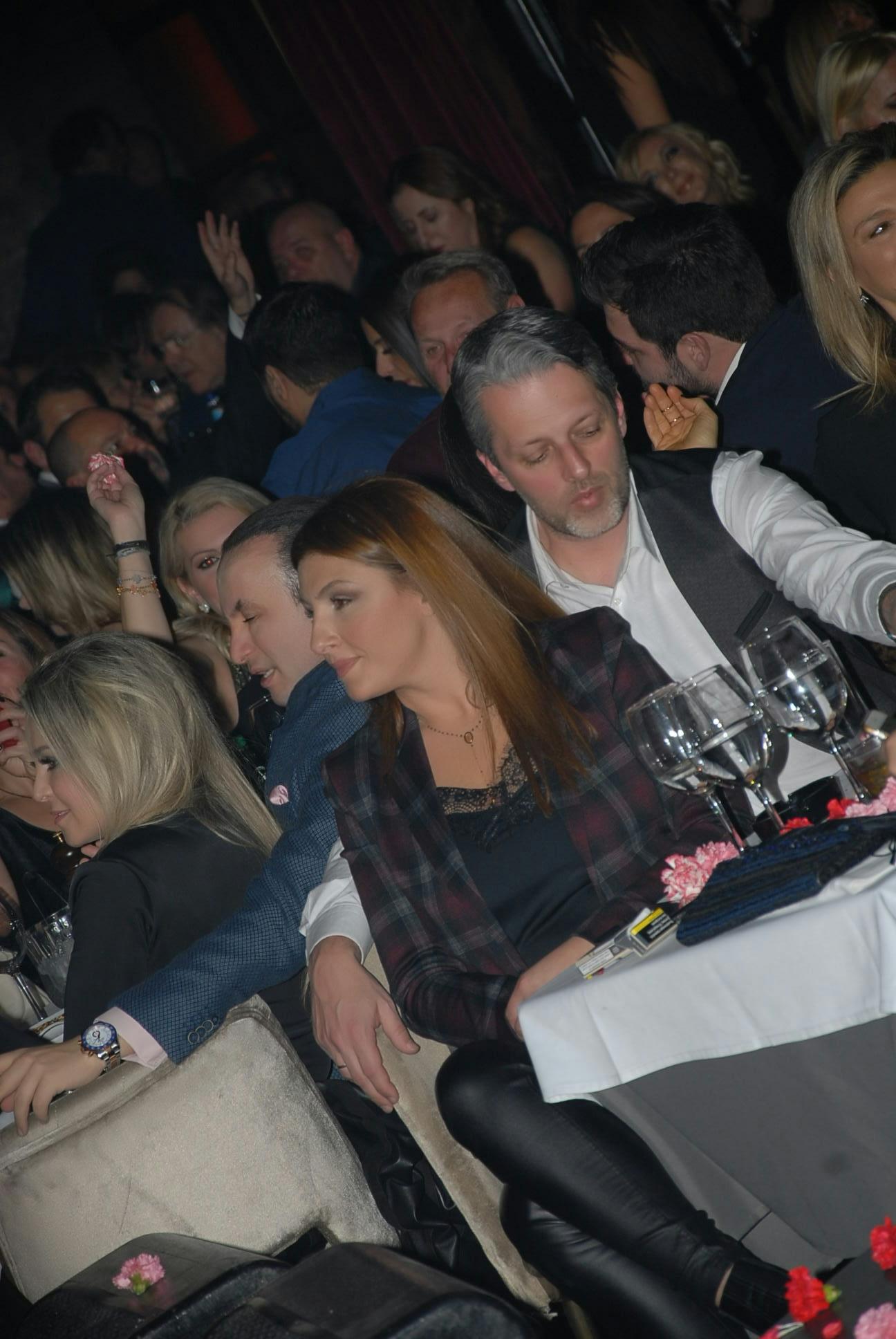 Έλενα Παπαρίζου: Διασκέδασε με τον σύζυγό της στον Πάριο! [pics] | tlife.gr