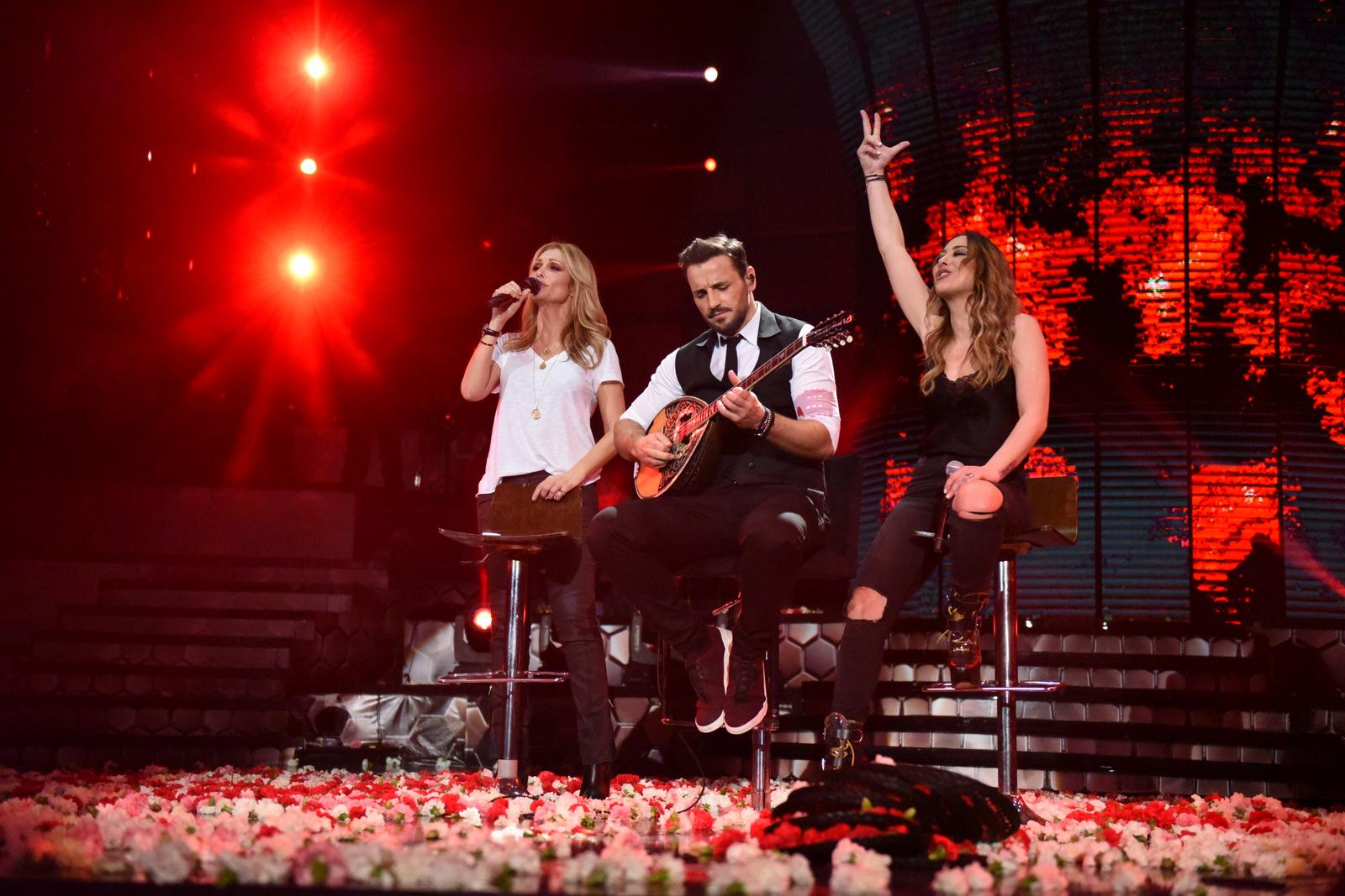 Η Νατάσα Θεοδωρίδου και η Μελίνα Ασλανίδου, διασκέδασαν στο Βέρτη και… είπαν κι ένα τραγούδι! [pics] | tlife.gr