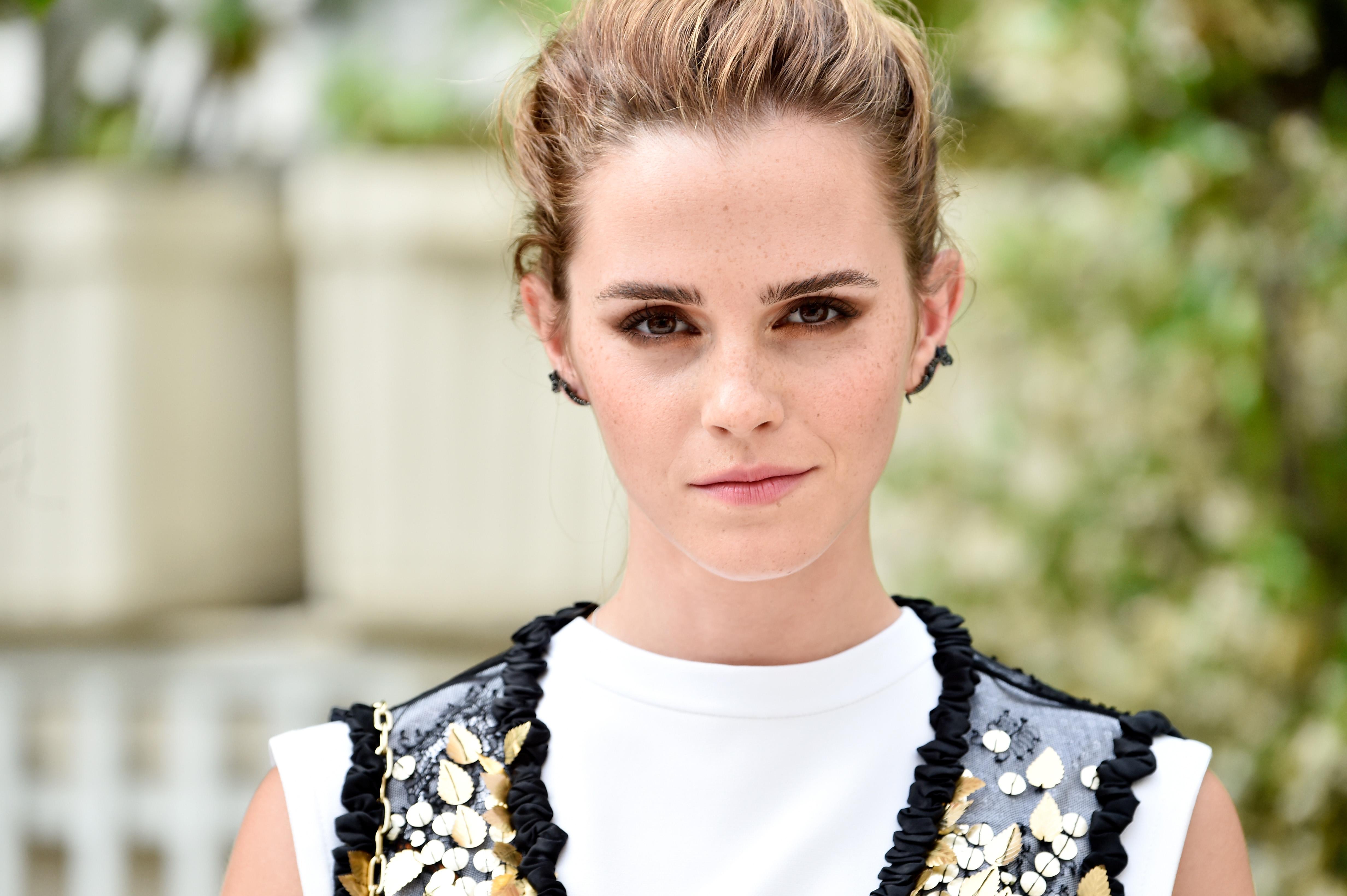 Η Emma Watson έκοψε τα μαλλιά της!   tlife.gr