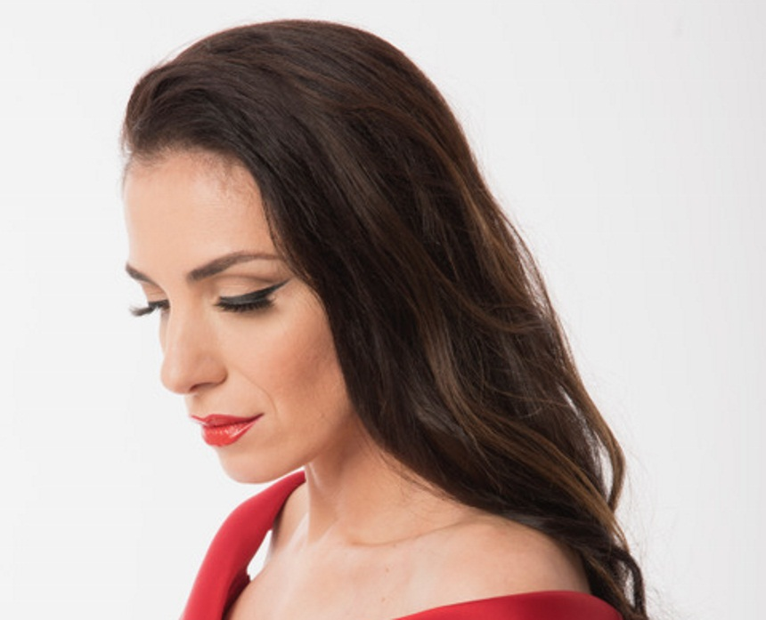 Η Φωτεινή Δάρρα ερμηνεύει τα μεγάλα τραγούδια της Τζένης Βάνου | tlife.gr