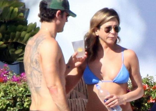 Jennifer Aniston: Στα 48 της με μικροσκοπικό μπικίνι και είναι σέξι όσο ποτέ! [pics] | tlife.gr