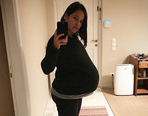 Κατερίνα Τσάβαλου: Λίγο πριν γεννήσει μας δείχνει σε βίντεο το εκμαγείο της κοιλιάς της! | tlife.gr