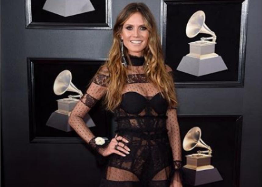 "Heidi Klum: Η σέξι εμφάνιση στα Grammy και η ""καυτή"" πόζα στο κρεβάτι! [pics,vid] | tlife.gr"