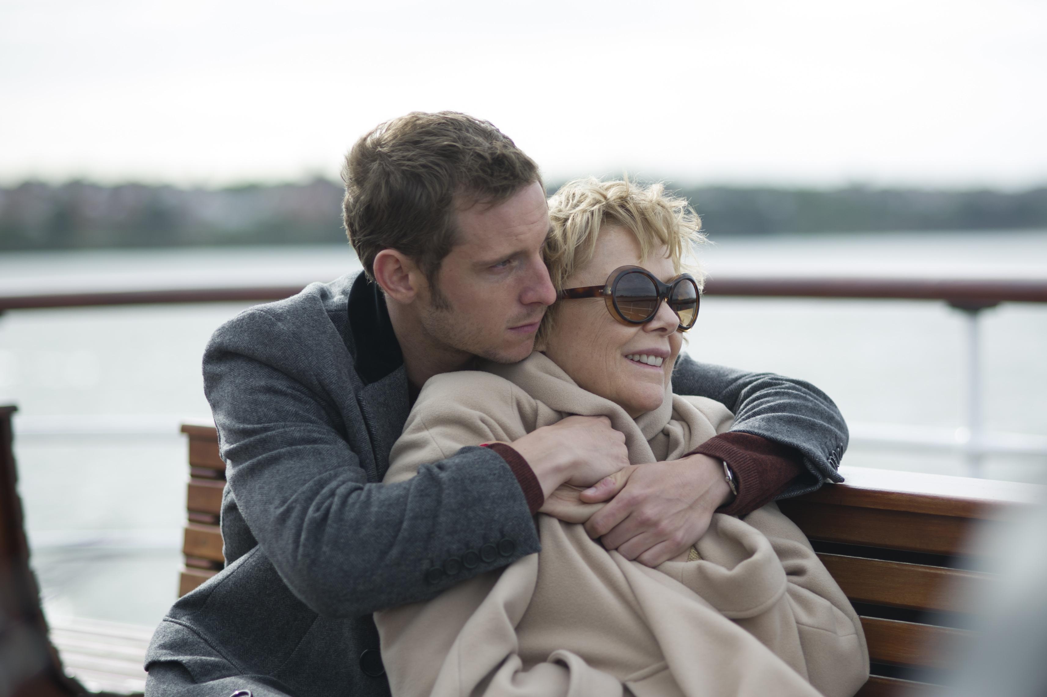 Τ' αστέρια δεν πεθαίνουν στο Λίβερπουλ: Η αληθινή ιστορία ενός δυνατού έρωτα που ξεπέρασε κάθε εμπόδιο, στους κινηματογράφους! | tlife.gr