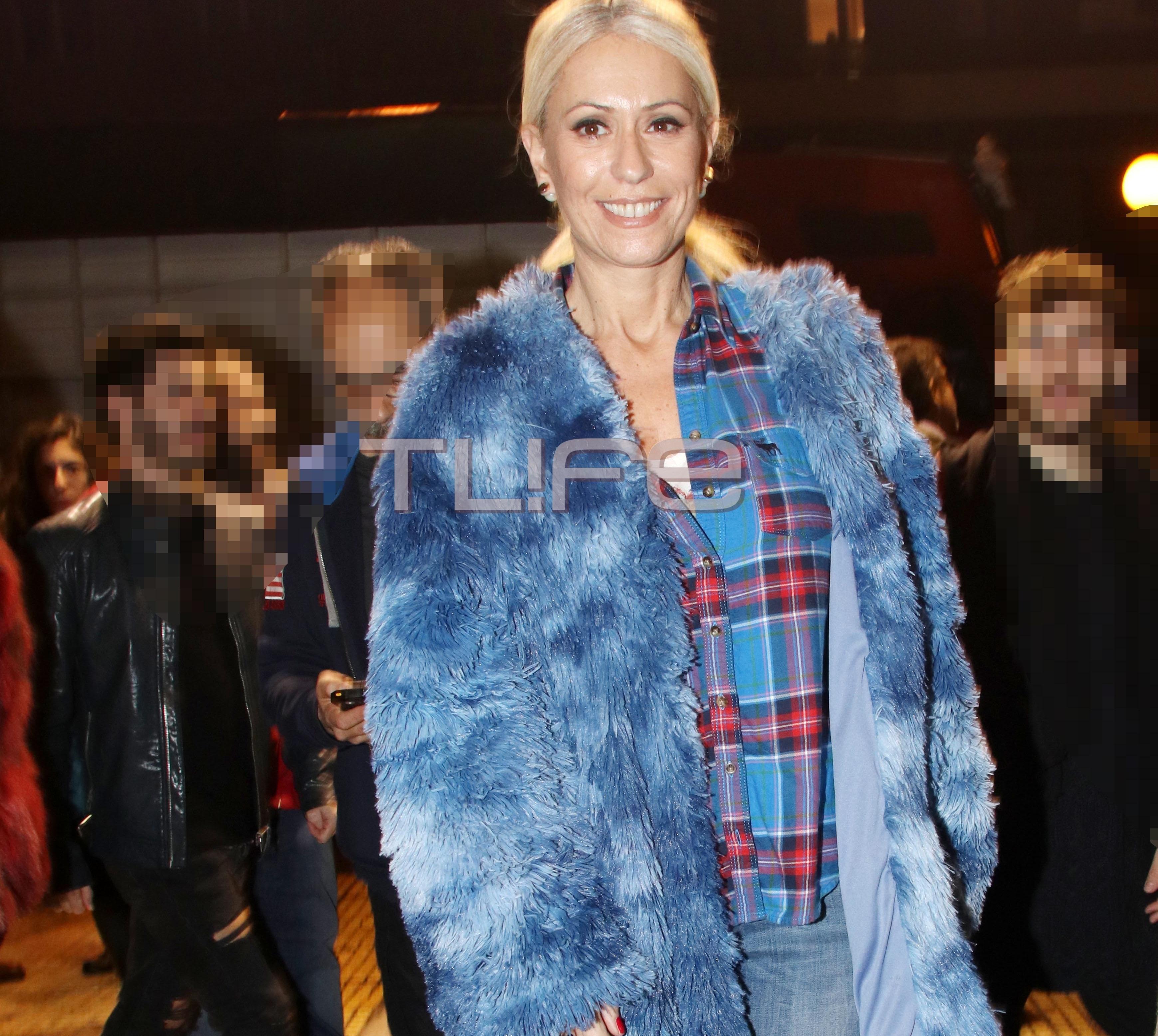 Μαρία Μπακοδήμου: Βραδινή έξοδος στο θέατρο με chic casual look! | tlife.gr