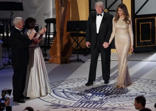 Melania Trump: Έκλεψε τις εντυπώσεις με το φόρεμά της, στο γκαλά πριν από την ορκωμοσία! | tlife.gr