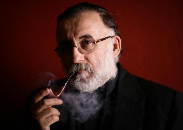 """Θάνος Μικρούτσικος: Κυκλοφορεί το νέο του άλμπουμ """"Στην ομίχλη των καιρών""""!"""
