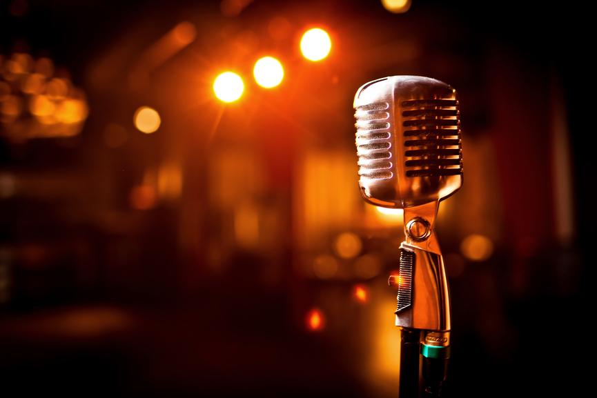 Έφυγε από την ζωή θρυλικός τραγουδιστής από σπάνια ασθένεια | tlife.gr