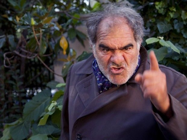 Γιάννης Μποσταντζόγλου: Έξαλλος με τους δημοσιογράφους! «Δεν θα κατεβάσω και τα βρακιά μου για να μπορέσω να κάνω την δουλειά μου»… | tlife.gr