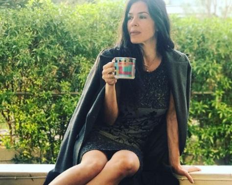 H Ναταλία Δραγούμη ξεστολίζει το δέντρο και… δεν της αρέσει καθόλου! video | tlife.gr