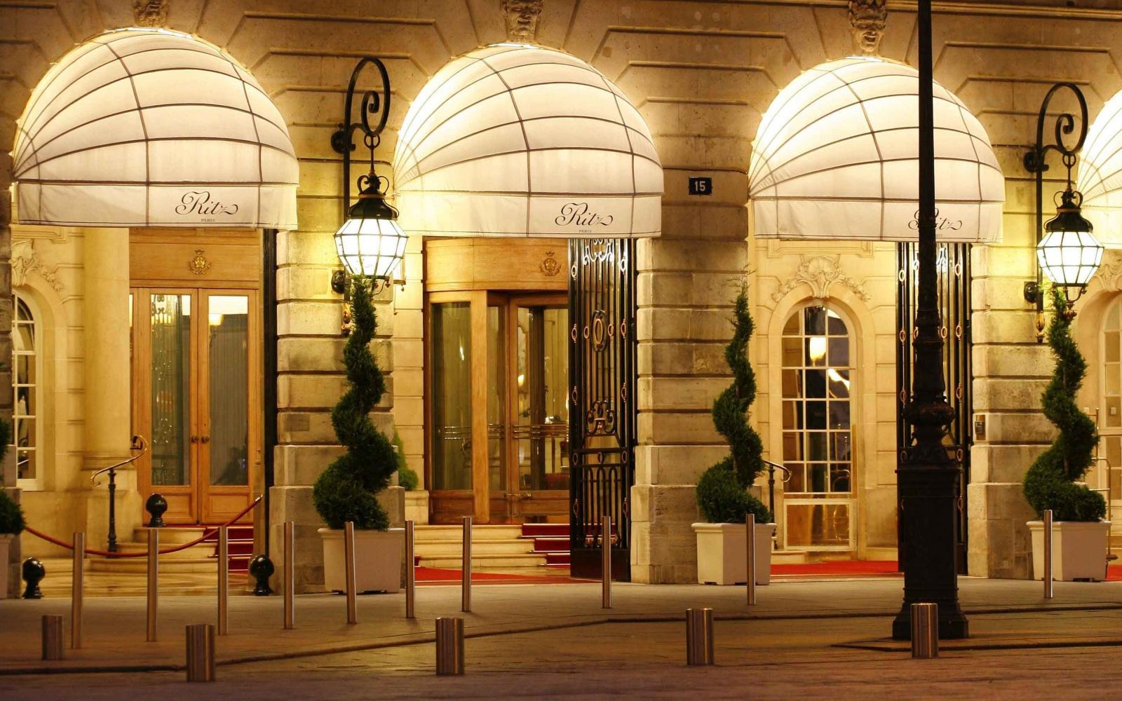 Το ξενοδοχείο Ritz πουλάει σε δημοπρασία 3.500 παλιά έπιπλα, μετά την ανακαίνισή του | tlife.gr