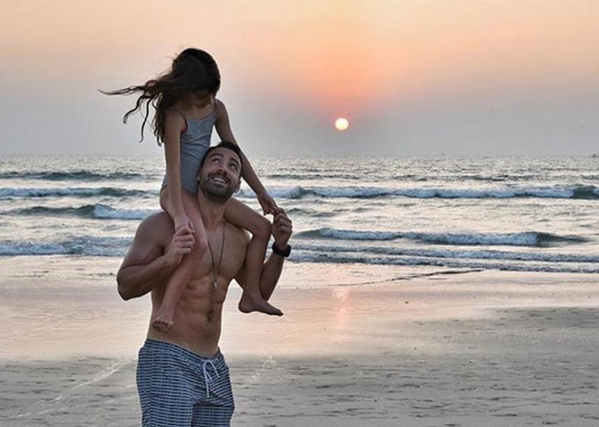 Σάκης Τανιμανίδης – Χριστίνα Μπόμπα: Μαγικές στιγμές σε παραλία της Ινδίας | tlife.gr