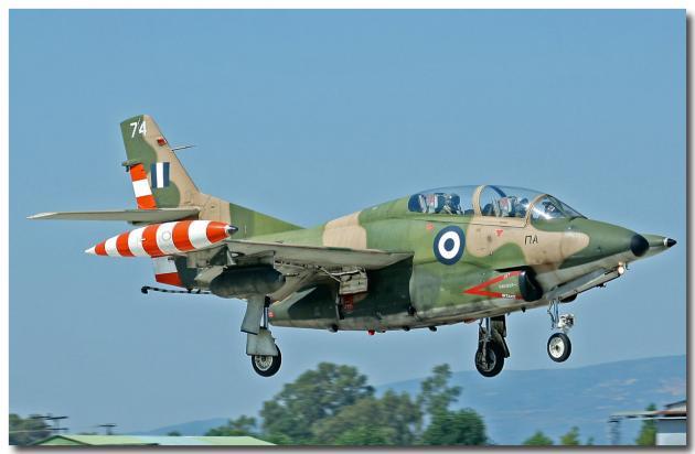 Έπεσε εκπαιδευτικό αεροσκάφος της Πολεμικής Αεροπορίας στην παραλία της Καλαμάτας | tlife.gr
