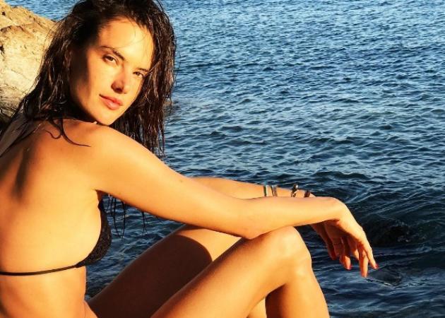 Alessandra Ambrosio: Απολαμβάνει τόπλες το μασάζ της στην Μύκονο! Video | tlife.gr