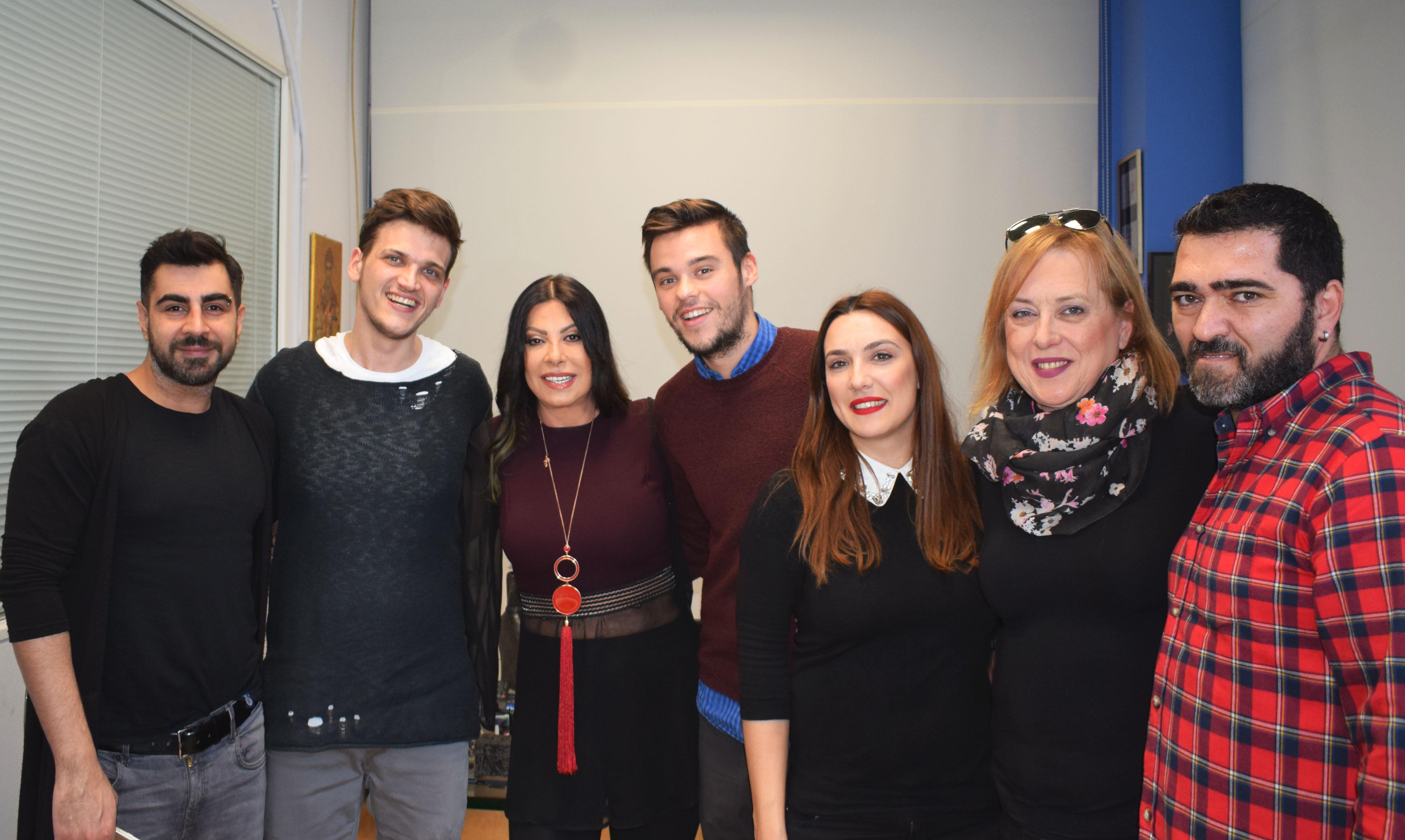H Άντζελα Δημητρίου μόλις υπέγραψε με νέα δισκογραφική εταιρία! [pics] | tlife.gr