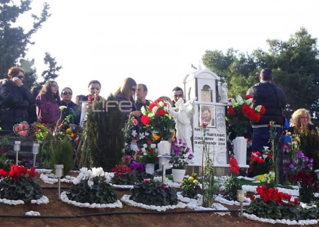 Παντελής Παντελίδης: Η οικογένειά του στο σημείο που σκοτώθηκε – Το τρισάγιο για τη «μαύρη» επέτειο | tlife.gr