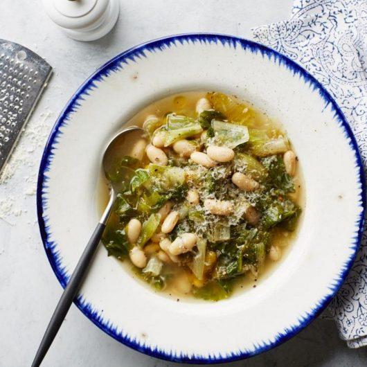 Καυτή σούπα με φασόλια και αντίδια | tlife.gr