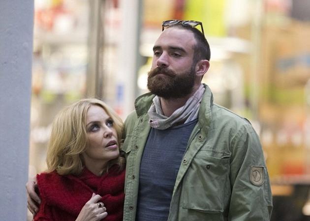 Σε κατάσταση σοκ η Kylie Minogue! Δεν μπορεί να ξεπεράσει το χωρισμό της | tlife.gr