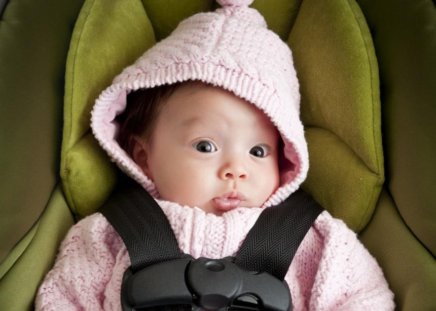 Βόλτα με το αυτοκίνητο: Tips για να… προλάβεις το κλάμα του μωρού | tlife.gr