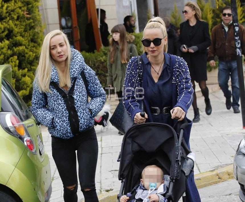 Ελευθερία Παντελιδάκη: Βόλτες στην Γλυφάδα με την δίδυμη αδερφή της και τον γιο της! [pics] | tlife.gr